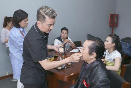 Dam Vinh Hung tro tai trang diem cho ong xa Cam Ly - Anh 2