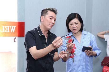 Dam Vinh Hung tro tai trang diem cho ong xa Cam Ly - Anh 3