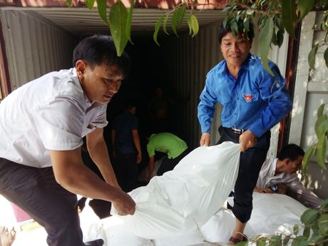 Den voi nguoi dan vung lu ngheo Ha Tinh - Anh 3