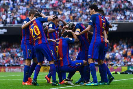 Neymar trung di vat, Messi hung ho thach thuc fan - Anh 2