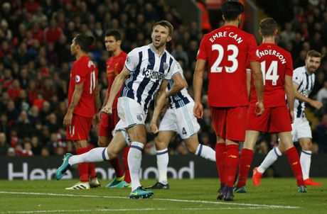 Liverpool leo len thu hai Ngoai hang Anh - Anh 2