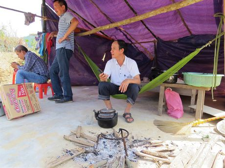 Bao NNVN va ban doc tiep tuc dong hanh cung ba con vung lu Quang Binh - Anh 1