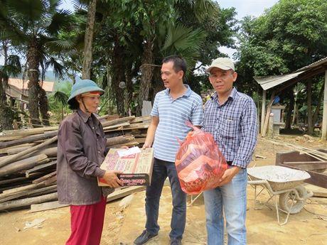 Bao NNVN va ban doc tiep tuc dong hanh cung ba con vung lu Quang Binh - Anh 4