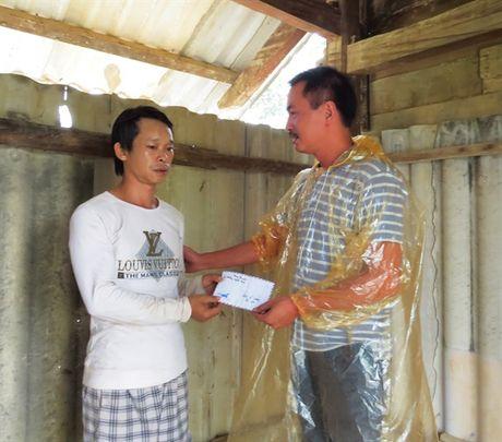 Bao NNVN va ban doc tiep tuc dong hanh cung ba con vung lu Quang Binh - Anh 7
