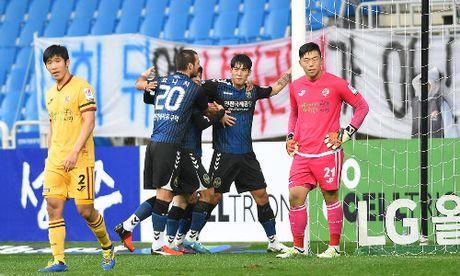 Xuan Truong da 67 phut trong tran thang 2-0 cua Incheon - Anh 3