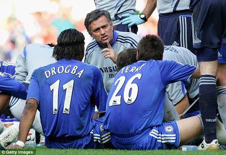 Jose Mourinho: 'Toi se khong con la Nguoi dac biet neu M.U trang tay' - Anh 2