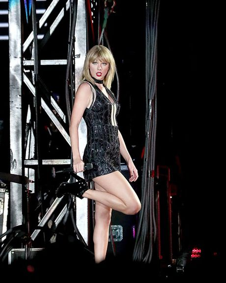 Taylor Swift tro lai boc lua voi ca khuc khien co tan vo voi Calvin Harris - Anh 1