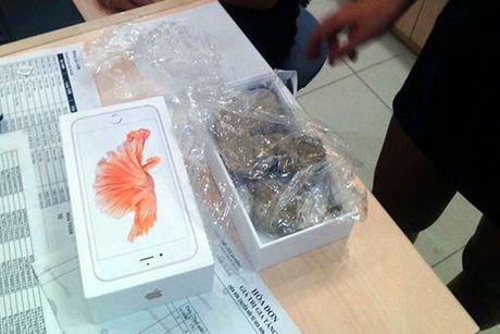 Nhan vien Thegioididong 'moc ruot' iPhone, cho da vao trong - Anh 1