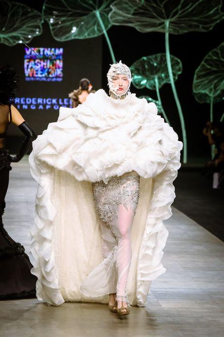 Da mat voi 'bua tiec' Haute Couture cua nha thiet ke Frederick Lee - Anh 2
