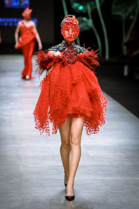 Da mat voi 'bua tiec' Haute Couture cua nha thiet ke Frederick Lee - Anh 3