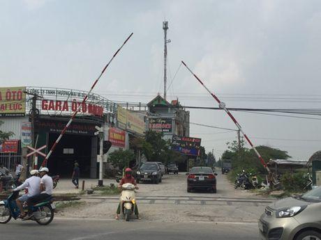 Loi ke nhan chung vu tau dam o to o Thuong Tin - Anh 2