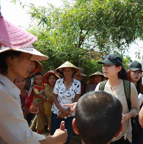 Thu Minh mang 700 trieu tien quyen gop den mien Trung - Anh 5