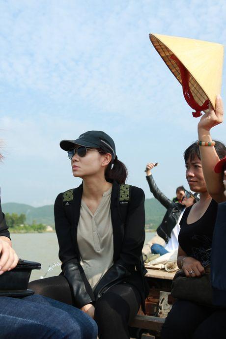 Thu Minh mang 700 trieu tien quyen gop den mien Trung - Anh 7