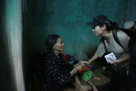Thu Minh mang 700 trieu tien quyen gop den mien Trung - Anh 9