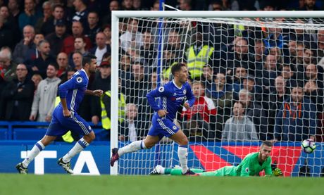 Hang thu mo ngu, Mourinho that than vi bon cai tat cua tro cu - Anh 10
