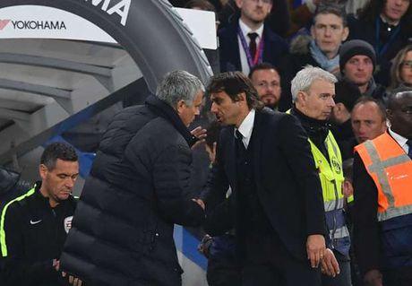 M.U thua sap mat, Mourinho tuc toi chui Conte - Anh 1