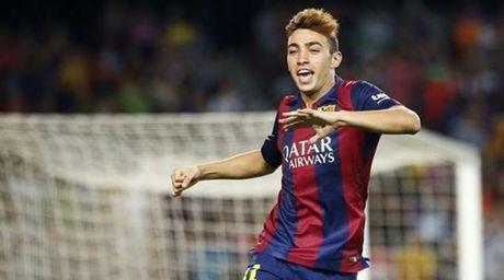 Cai tat vao mat ban lanh dao Barcelona - Anh 3