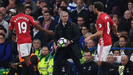 Mourinho can quyen Tam thap luc ke hay cuon Dich can kinh? - Anh 2