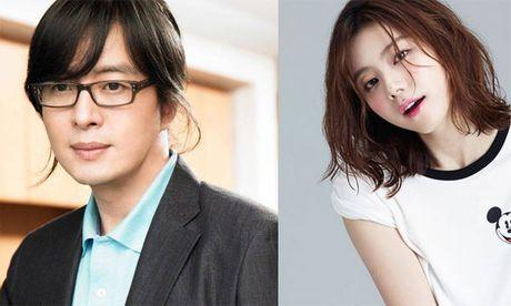 Vo chong Bae Yong Joon chao don con trai dau long - Anh 1