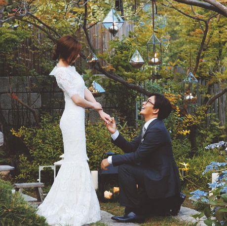 Vo chong Bae Yong Joon chao don con trai dau long - Anh 2