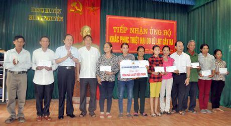 Hoi Doanh nhan Nghe Tinh mo rong tai Da Nang trao 600 trieu dong cho ba con vung lu lut - Anh 1