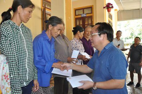 Hoi Doanh nhan Nghe Tinh mo rong tai Da Nang trao 600 trieu dong cho ba con vung lu lut - Anh 2