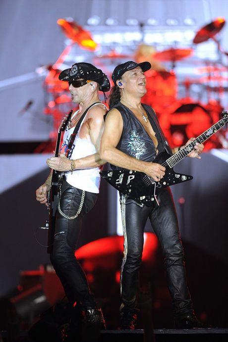 Khoac co Viet Nam, Scorpions 'dot chay' hon van khan gia Ha Noi - Anh 8