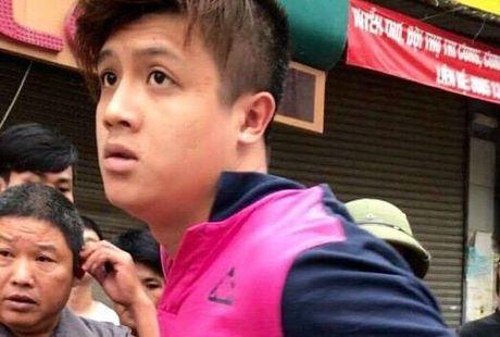 Khoi to doi tuong dam gay rang Canh sat giao thong - Anh 1