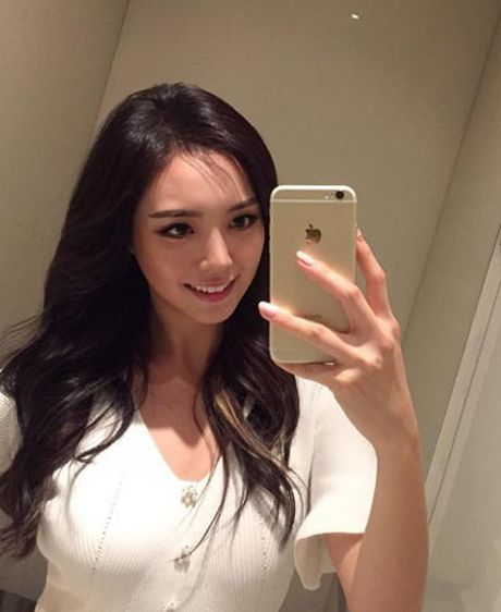 Hoa hau Han Quoc gay ban tan vi vong mot to bat thuong - Anh 2