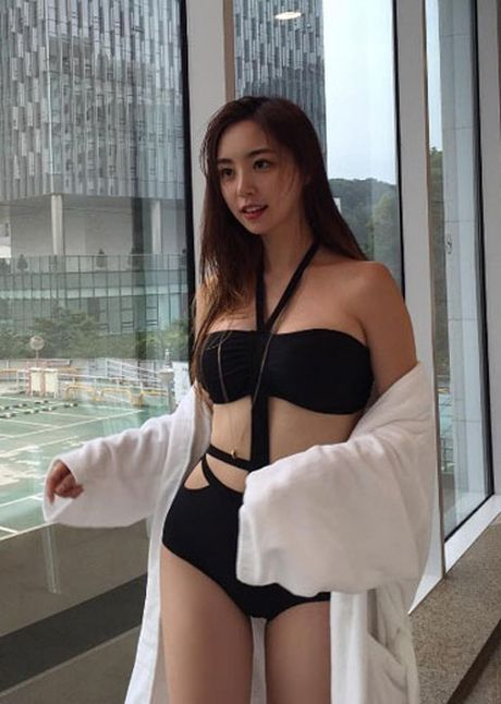 Hoa hau Han Quoc gay ban tan vi vong mot to bat thuong - Anh 4