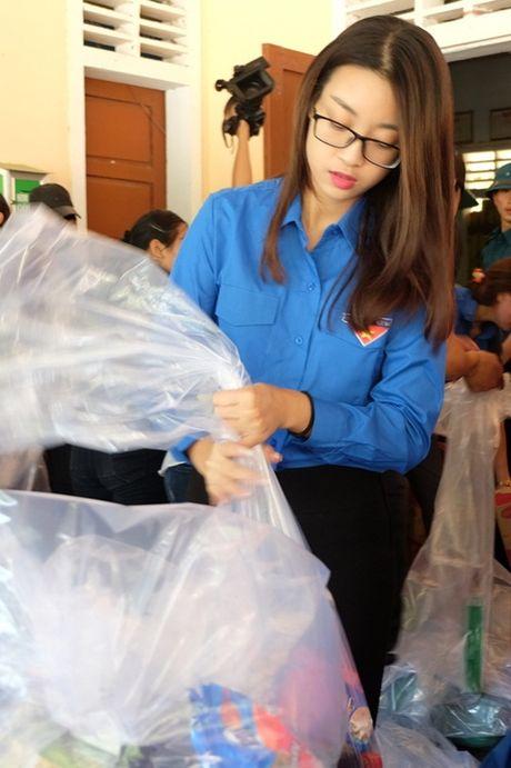 Hoa hau My Linh duoc ba con vung lu yeu men - Anh 1