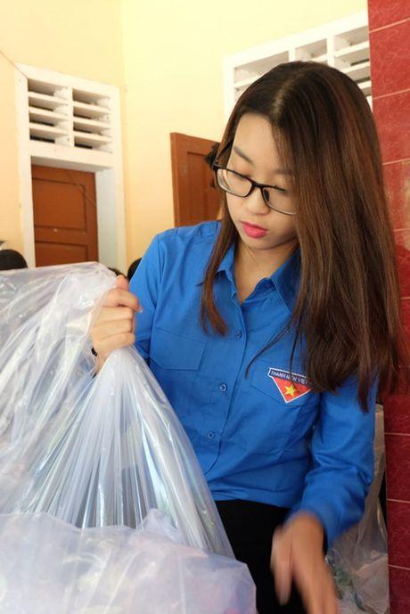 Hoa hau My Linh duoc ba con vung lu yeu men - Anh 2
