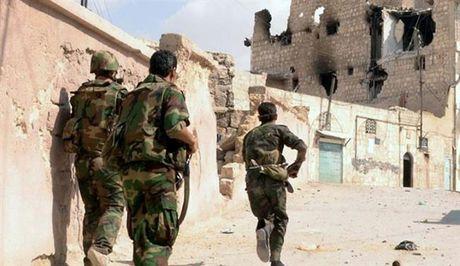 Syria: Khung bo dung vu luc cat tiep te cua nguoi dan o dong Aleppo - Anh 1
