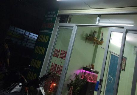 He lo nguyen nhan vu no sung tren duong Nhue Giang, Ha Dong - Anh 1