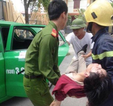 Ninh Binh: Xin tien me khong cho, con cham lua dot nha - Anh 2
