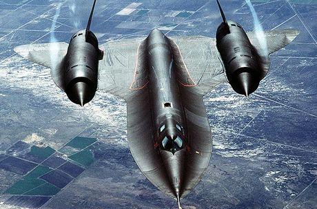 May bay SR-71 Blackbird sieu nhanh khien moi doi phuong bat luc - Anh 1