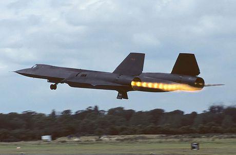 May bay SR-71 Blackbird sieu nhanh khien moi doi phuong bat luc - Anh 2