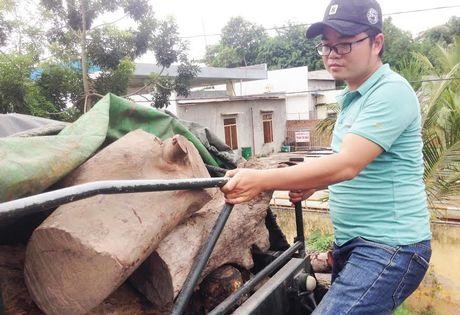 Gia Lai: Tam giu xe container cho 31 tan go huong - Anh 1