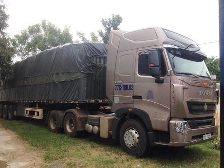 Gia Lai: Tam giu xe container cho 31 tan go huong - Anh 2