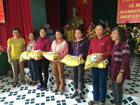 Gia dinh Dai tuong Vo Nguyen Giap cuu tro dong bao vung lu - Anh 2