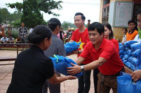 Mang yeu thuong, se chia den voi ba con vung lu Ha Tinh - Anh 2