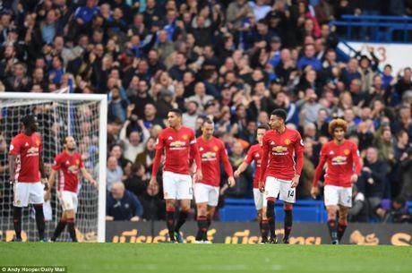 Chelsea thang hoa, Mourinho nuot dang ngay tro ve - Anh 4