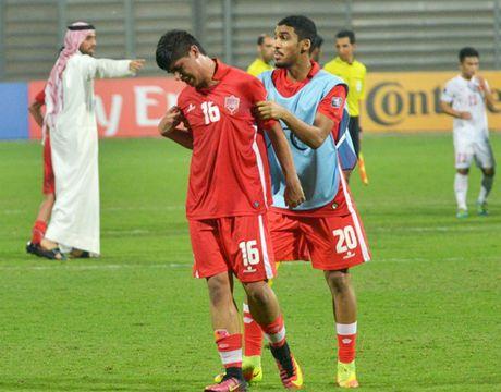 Cau thu U.19 Bahrain khoc nuc no, HLV xin loi vi de thua U.19 Viet Nam - Anh 2