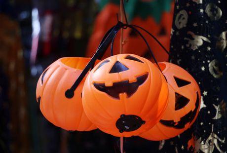 Den bi ngo chiem linh thi truong Halloween - Anh 1