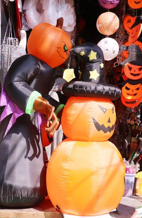 Den bi ngo chiem linh thi truong Halloween - Anh 3