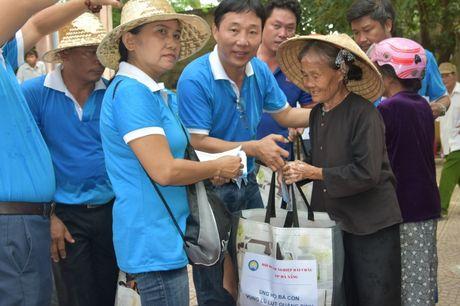 Chung tay ung ho nguoi dan vung lu Quang Binh - Anh 2