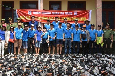 Chung tay ung ho nguoi dan vung lu Quang Binh - Anh 3