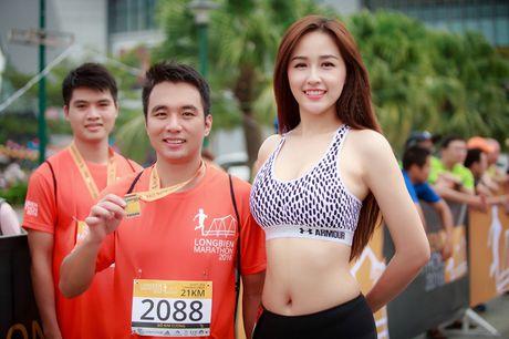 Hoa hau Mai Phuong Thuy tu tin khoe chan dai eo thon dep ngat ngay - Anh 1