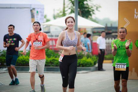 Hoa hau Mai Phuong Thuy tu tin khoe chan dai eo thon dep ngat ngay - Anh 9