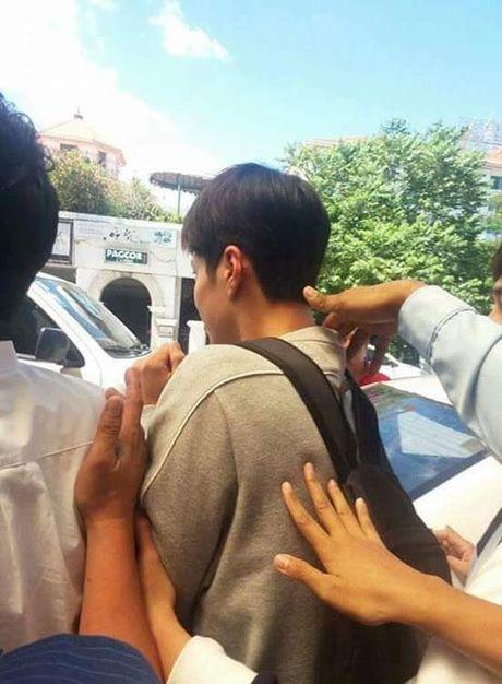 Park Bo Gum (May hoa anh trang) bi fans Philippines so soang, bam duoi - Anh 2